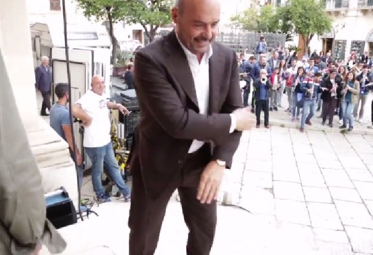http://www.ragusanews.com//immagini_articoli/22-05-2016/il-dietro-le-quinte-di-zingaretti-toto-a-scicli-video-500.jpg