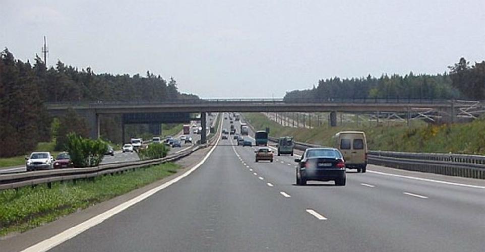 http://www.ragusanews.com//immagini_articoli/22-05-2017/perde-controllo-autocarro-incidente-ragusacatania-500.jpg
