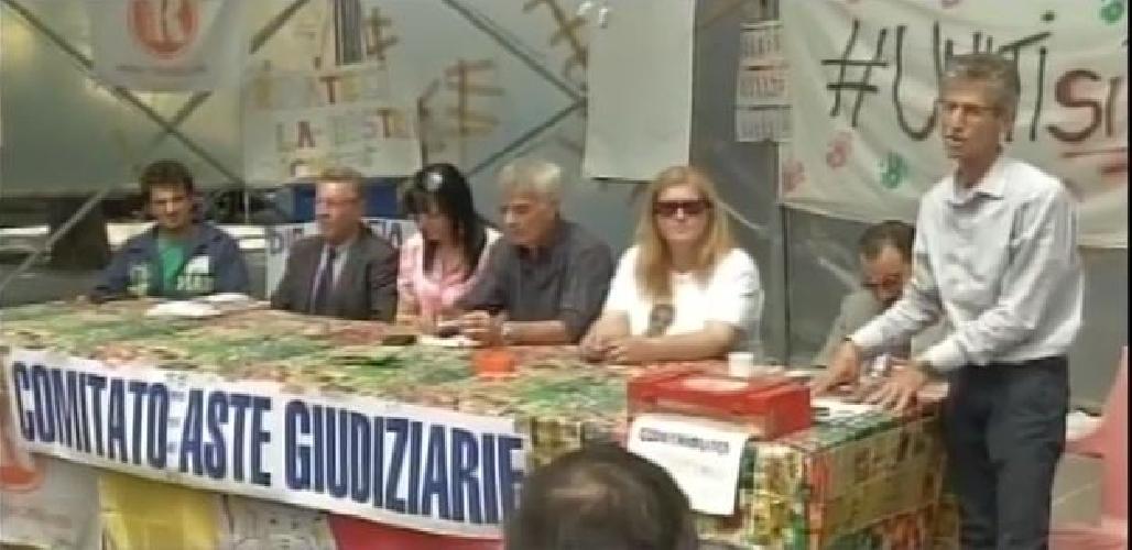 http://www.ragusanews.com//immagini_articoli/22-05-2017/sciopero-fame-aste-piera-donzella-avuto-malore-500.jpg