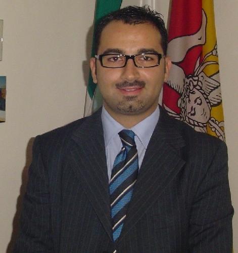 http://www.ragusanews.com//immagini_articoli/22-05-2017/vice-sindaco-andrea-rosa-dimette-consigliere-comunale-500.jpg