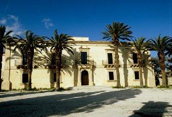 https://www.ragusanews.com//immagini_articoli/22-05-2018/fondi-edifici-culto-monumentali-provincia-ragusa-240.jpg