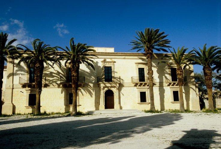 https://www.ragusanews.com//immagini_articoli/22-05-2018/fondi-edifici-culto-monumentali-provincia-ragusa-500.jpg