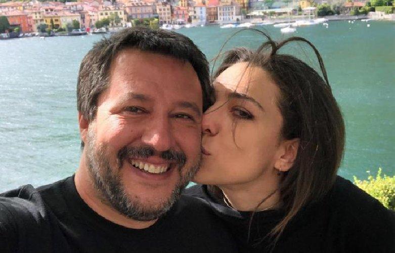 https://www.ragusanews.com//immagini_articoli/22-05-2019/salvini-lasciato-verdini-no-continuiamo-a-baciarci-500.jpg