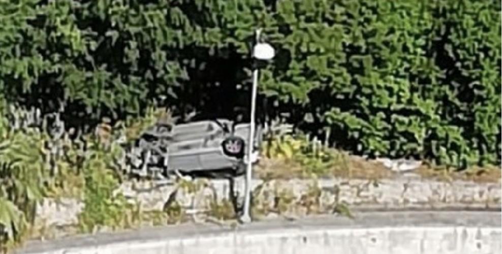 https://www.ragusanews.com//immagini_articoli/22-05-2020/auto-cappotta-a-ragusa-ibla-conducente-illeso-500.jpg