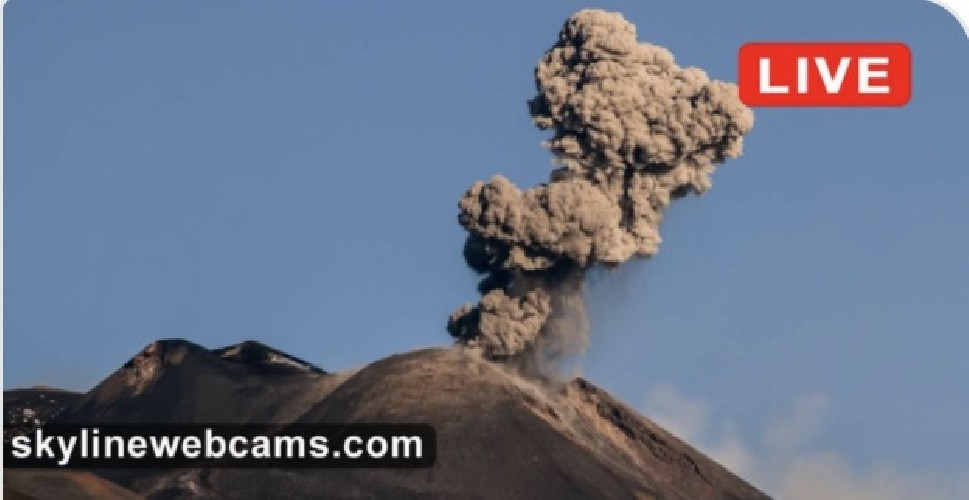 https://www.ragusanews.com//immagini_articoli/22-05-2020/l-etna-fuma-pennacchio-di-4500-metri-video-500.jpg