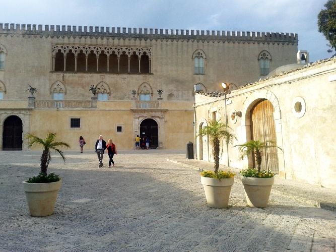 https://www.ragusanews.com//immagini_articoli/22-06-2015/donnafugata-gli-orari-del-castello-sono-penalizzanti-500.jpg