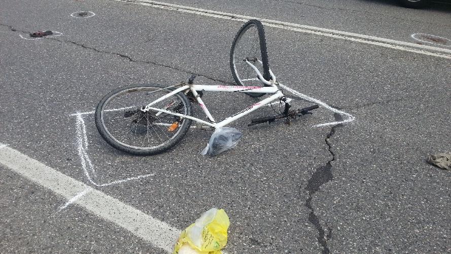 http://www.ragusanews.com//immagini_articoli/22-06-2016/modica-scontro-fra-un-autocarro-e-una-bicicletta-500.jpg