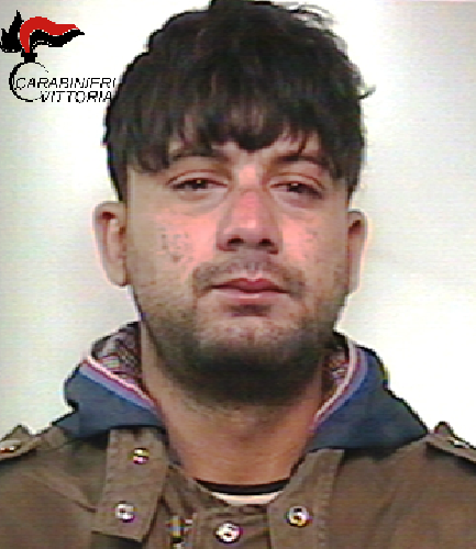 http://www.ragusanews.com//immagini_articoli/22-06-2016/spacciava-droga-ai-minorenni-arrestato-500.png