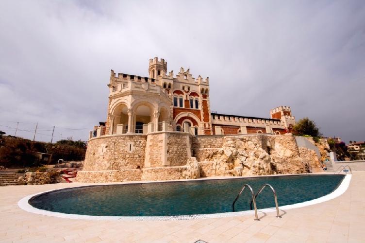 http://www.ragusanews.com//immagini_articoli/22-06-2017/apre-ristorante-castello-tafuri-500.jpg