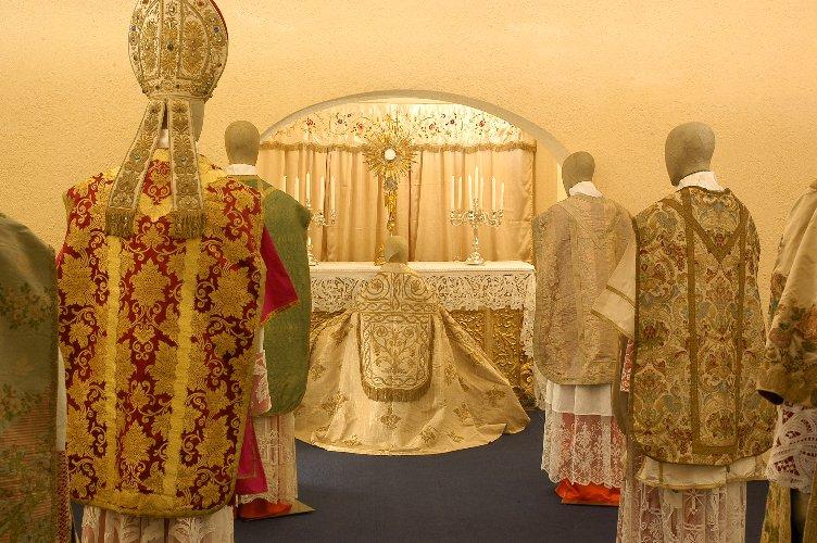 https://www.ragusanews.com//immagini_articoli/22-06-2018/museo-cattedrale-ragusa-paramenti-sacri-epoca-barocca-500.jpg