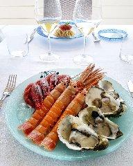 https://www.ragusanews.com//immagini_articoli/22-06-2019/1561190600-la-cucina-di-ammare-in-un-mare-di-champagne-1-240.jpg