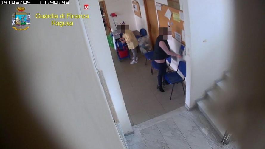 https://www.ragusanews.com//immagini_articoli/22-06-2020/assenteismo-al-consultorio-di-vittoria-sospesi-4-dipendenti-500.jpg