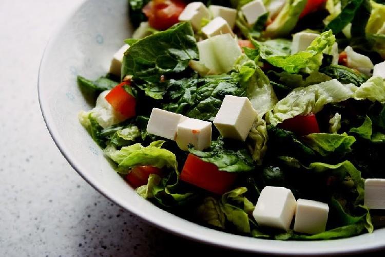 https://www.ragusanews.com//immagini_articoli/22-06-2020/estate-dieta-dimagrire-con-l-insalata-light-500.jpg