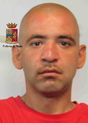 http://www.ragusanews.com//immagini_articoli/22-07-2016/arrestato-alessandro-greco-accoltello-la-donna-di-piazza-san-giovanni-420.jpg