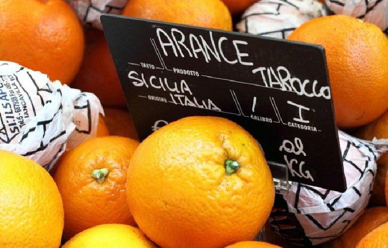https://www.ragusanews.com//immagini_articoli/22-07-2018/agrumi-spremute-economia-agrodolce-siciliana-500.jpg