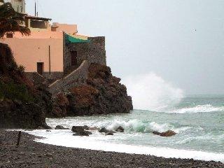 https://www.ragusanews.com//immagini_articoli/22-07-2018/meteo-dopo-gradi-venti-burrasca-arrivo-sicilia-240.jpg