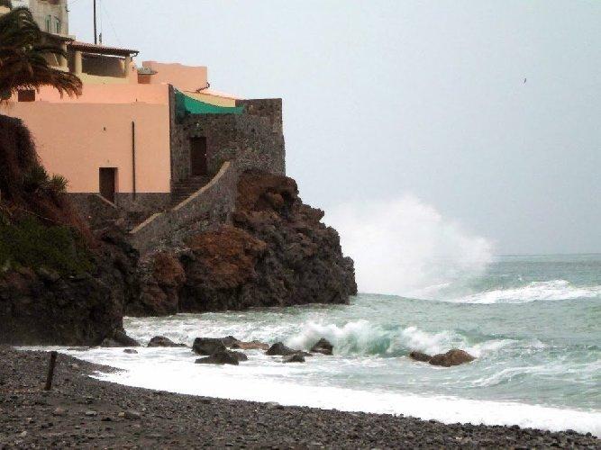 https://www.ragusanews.com//immagini_articoli/22-07-2018/meteo-dopo-gradi-venti-burrasca-arrivo-sicilia-500.jpg