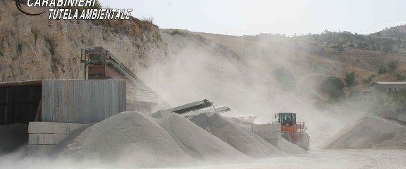 https://www.ragusanews.com//immagini_articoli/22-07-2019/chiaramonte-sequestrata-cava-di-calcarenite-240.jpg