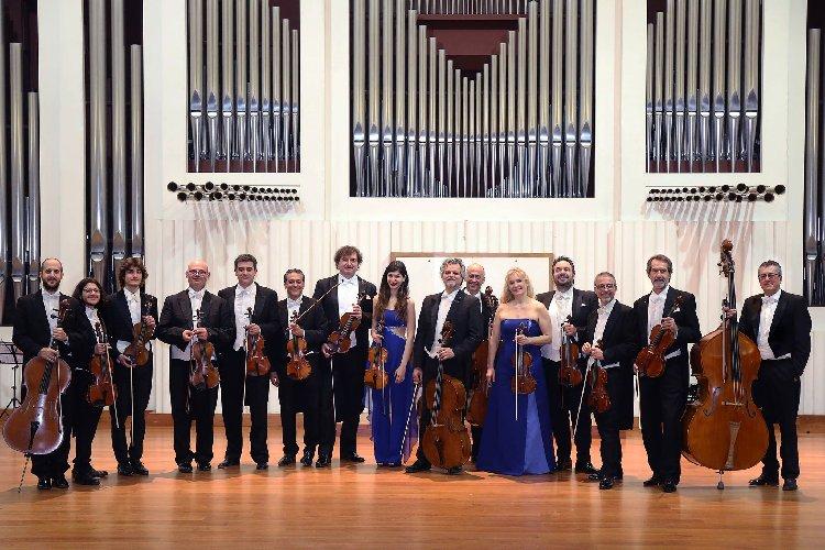 https://www.ragusanews.com//immagini_articoli/22-07-2019/i-solisti-veneti-in-concerto-per-ricordare-il-maestro-scimone-500.jpg