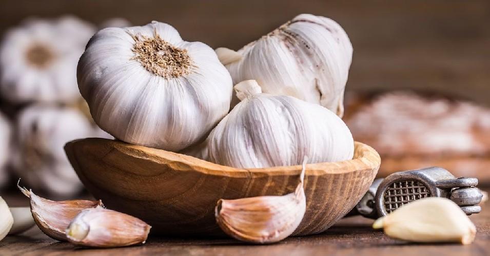 https://www.ragusanews.com//immagini_articoli/22-07-2020/l-aglio-e-i-suoi-benefici-500.jpg