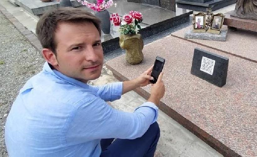 https://www.ragusanews.com//immagini_articoli/22-07-2021/qr-code-sulla-tomba-invece-della-foto-per-conoscere-la-storia-del-defunto-500.jpg
