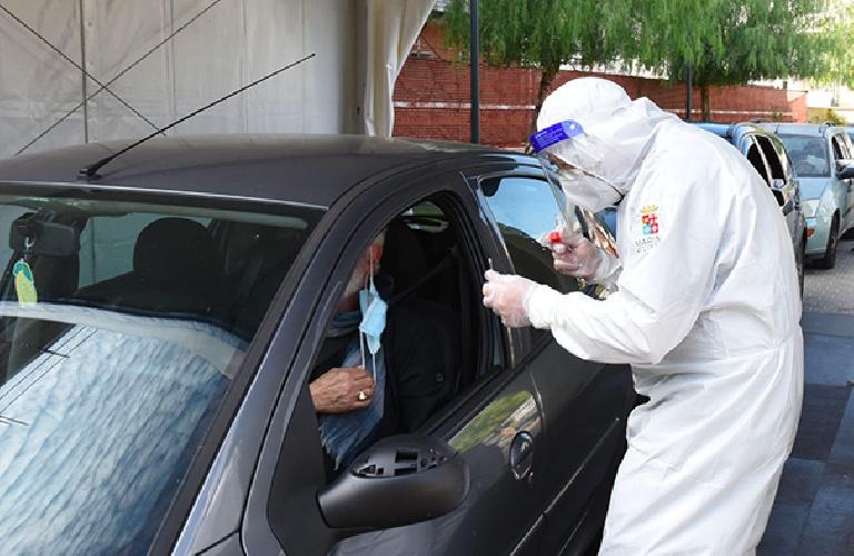 https://www.ragusanews.com//immagini_articoli/22-07-2021/tornano-i-tamponi-drive-in-nel-ragusano-500.jpg