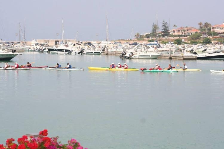 http://www.ragusanews.com//immagini_articoli/22-08-2014/al-porto-di-marina-di-ragusa-per-gli-sport-acquatici-fitness-e-wellness-500.jpg