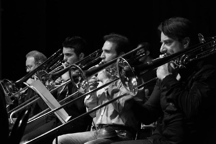 http://www.ragusanews.com//immagini_articoli/22-08-2014/hjo-jazz-orchestra-il-30-agosto-a-villa-penna-500.jpg