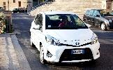 https://www.ragusanews.com//immagini_articoli/22-08-2014/yaris-ibrida-20-km-con-un-litro-di-benzina-100.jpg