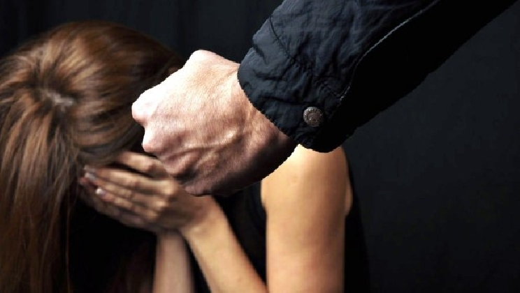 https://www.ragusanews.com//immagini_articoli/22-08-2016/comiso-denunciato-marito-violento-420.jpg