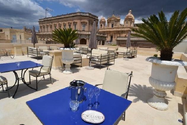 http://www.ragusanews.com//immagini_articoli/22-08-2016/e-a-noto-apre-un-hotel-intitolato-a-gagliardi-420.jpg