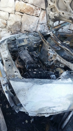 http://www.ragusanews.com//immagini_articoli/22-08-2016/incendiata-un-auto-a-chiaramonte-420.jpg