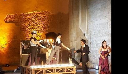 http://www.ragusanews.com//immagini_articoli/22-08-2017/modica-teatri-pietra-scena-caligola-240.jpg