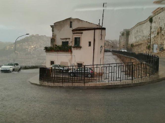 https://www.ragusanews.com//immagini_articoli/22-08-2018/agosto-ragusano-temperatura-scesa-gradi-500.jpg