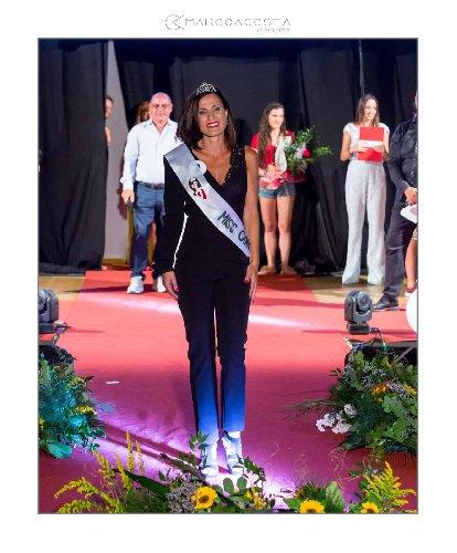 https://www.ragusanews.com//immagini_articoli/22-08-2018/miss-contea-antonella-cicero-miss-over-500.jpg