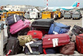 https://www.ragusanews.com//immagini_articoli/22-08-2019/aeroporto-di-catania-operaio-addetto-a-bagagli-ladro-240.jpg