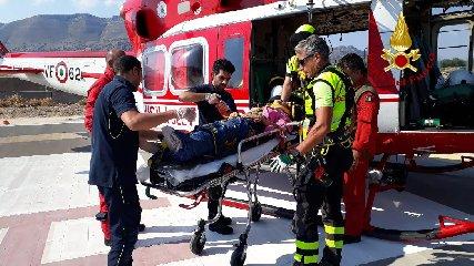 https://www.ragusanews.com//immagini_articoli/22-08-2019/scivola-in-dirupo-elicottero-dei-vigili-fuoco-la-recupera-240.jpg