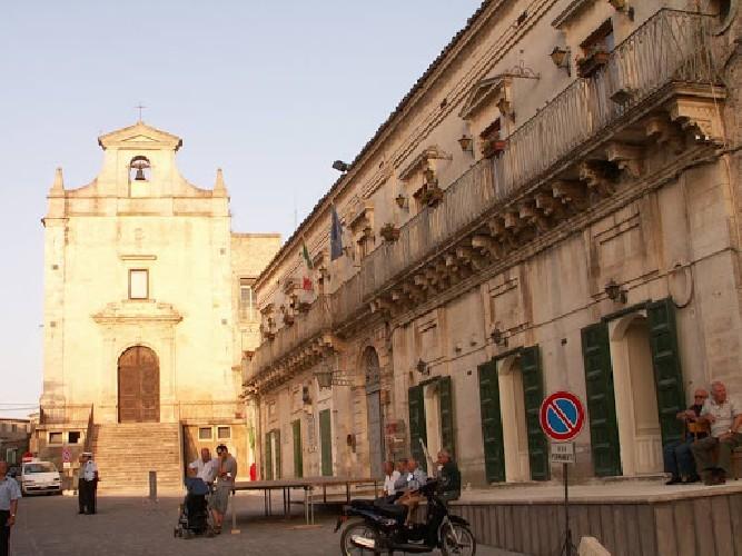 https://www.ragusanews.com//immagini_articoli/22-08-2020/tamponi-negativi-riapre-il-municipio-di-monterosso-almo-500.jpg
