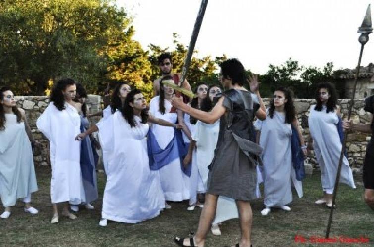 https://www.ragusanews.com//immagini_articoli/22-09-2013/il-teatro-classico-al-liceo-classico-di-ragusa-500.jpg