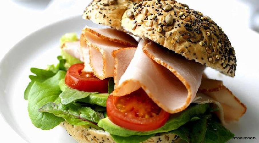 https://www.ragusanews.com//immagini_articoli/22-09-2014/panino-con-lattuga-marcia-botte-a-marina-500.jpg