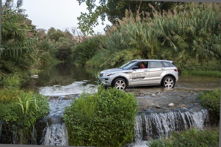 http://www.ragusanews.com//immagini_articoli/22-09-2014/range-rover-evoque-la-tradizione-contemporanea-500.jpg