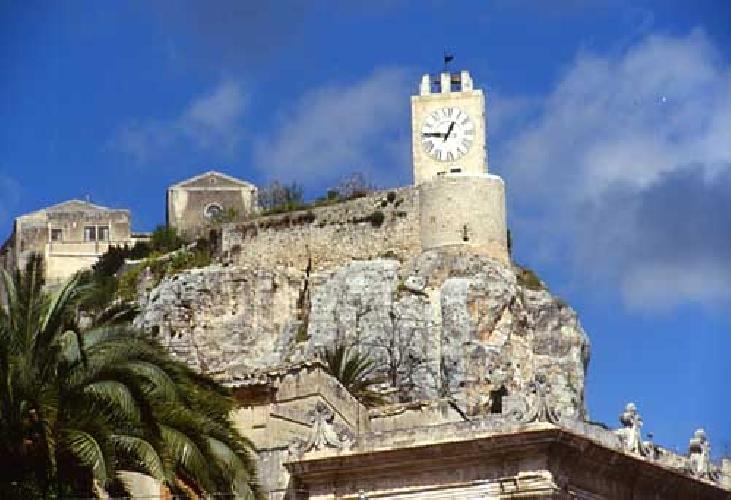 http://www.ragusanews.com//immagini_articoli/22-09-2017/riapre-castello-conti-modica-500.jpg