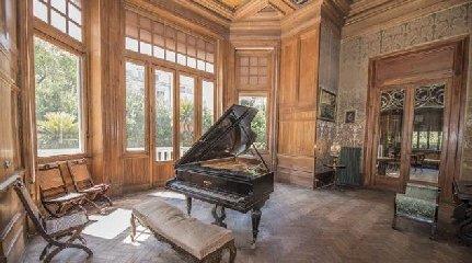https://www.ragusanews.com//immagini_articoli/22-09-2018/affittasi-villa-leoluca-orlando-palermo-240.jpg