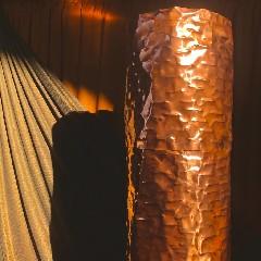 https://www.ragusanews.com//immagini_articoli/22-09-2020/omaggio-a-tusa-le-sculture-di-paola-d-amore-al-teatro-antico-240.jpg