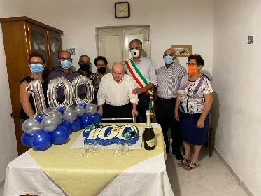 https://www.ragusanews.com//immagini_articoli/22-09-2021/i-100-anni-di-don-pippinu-mastro-dei-muri-a-secco-280.jpg
