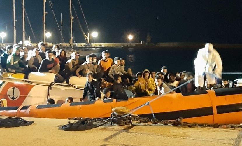 https://www.ragusanews.com//immagini_articoli/22-09-2021/pozzallo-sbarco-a-mezzanotte-121-migranti-salvati-e-portati-all-hotspot-500.jpg