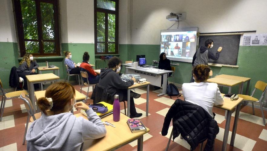 https://www.ragusanews.com//immagini_articoli/22-09-2021/studenti-siciliani-i-piu-ignoranti-d-italia-500.jpg