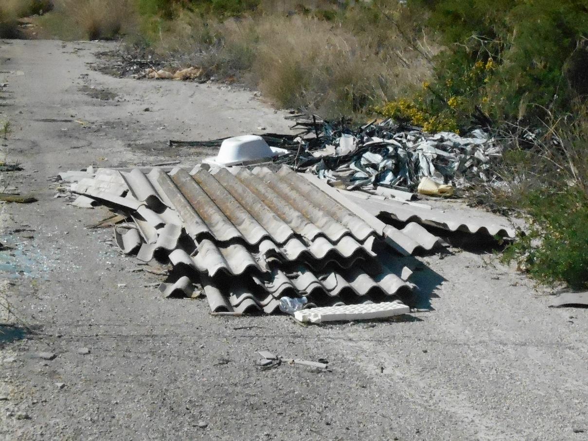https://www.ragusanews.com//immagini_articoli/22-10-2014/1413995903-1-una-discarica-a-pagliarelli.jpg