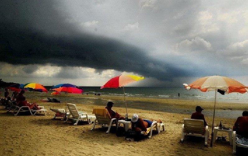 https://www.ragusanews.com//immagini_articoli/22-10-2018/aiuto-siamo-diventati-clima-tropicale-allerta-gialla-anche-500.jpg