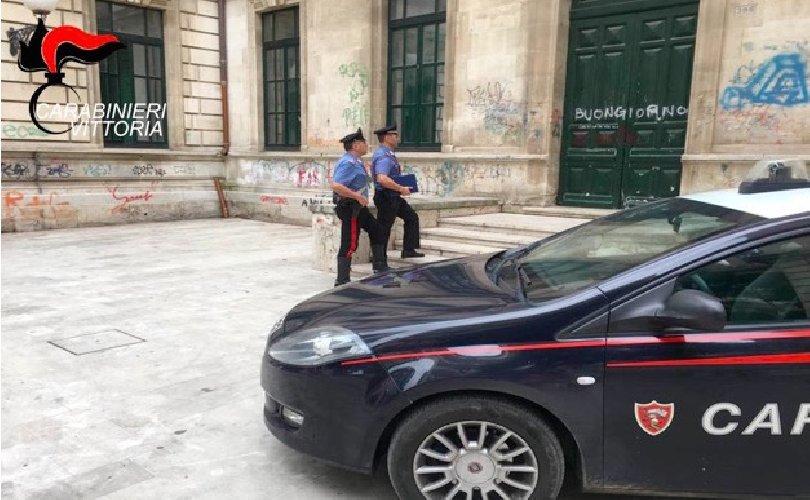 https://www.ragusanews.com//immagini_articoli/22-10-2018/arrestato-giovane-pusher-spacciava-davanti-scuole-500.jpg